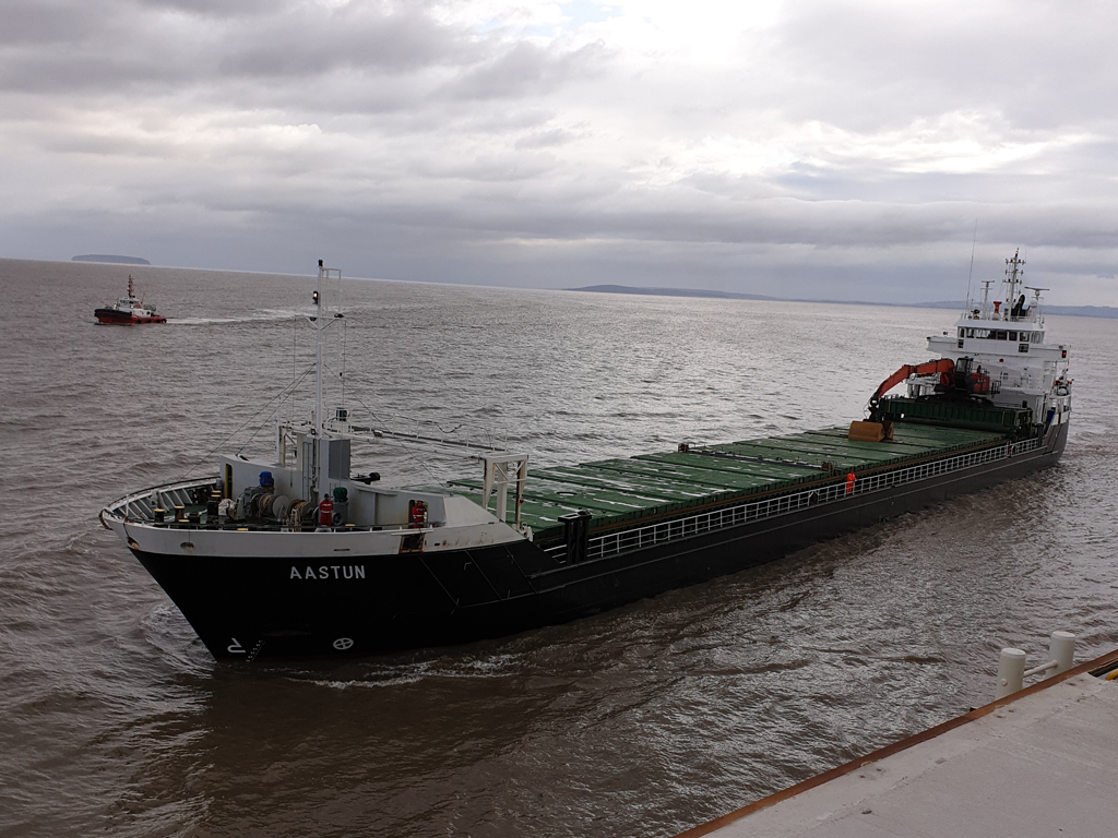 SMS Towage underway at Hinkley Point